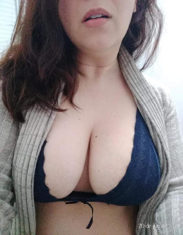 @bustyhotwife85